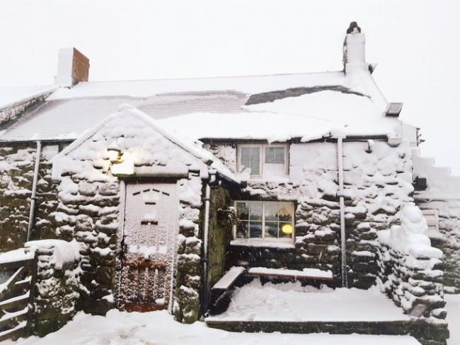 A snow-covered Lion Inn at Blakey Ridge on the North York Moors   Picture: @northyorkswx