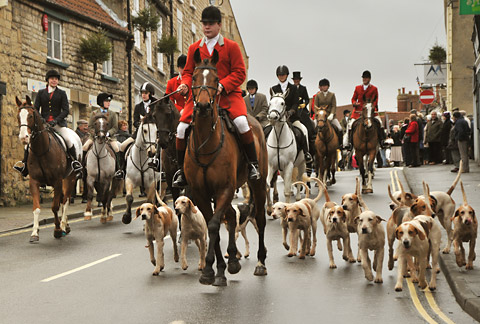 Hundreds turn out to see Middleton Hunt