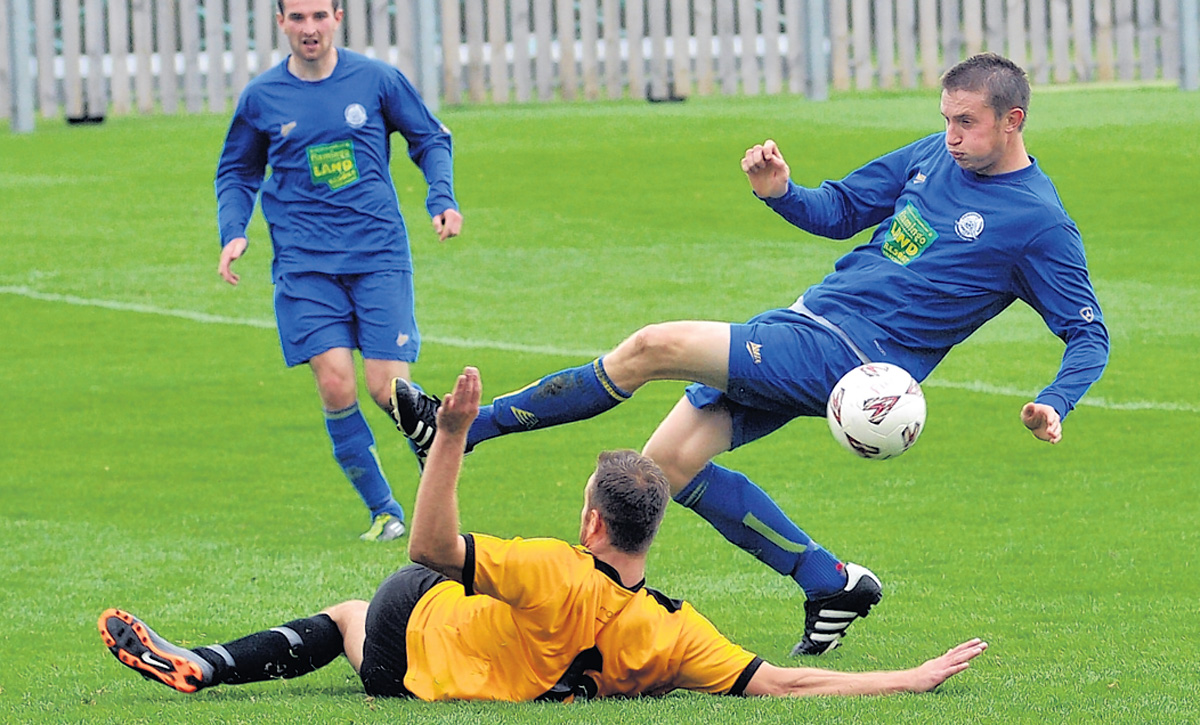 Pickering Town  stalwart Steve Baxter has left Mill Lane and joined  former Pikes boss Jimmy Reid at Selby Town. Baxter moved to Tadcaster Albion in the wake of Reid's  dismissal, but has now joined the Robins