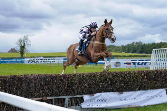 Tom Strawson on Sposalizio at the final meeting of the Yorkshire Point-to-Point season